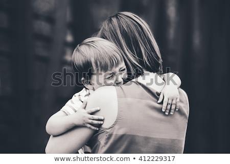 Matka pocieszający młodych syn kobieta dziecko Zdjęcia stock © IS2