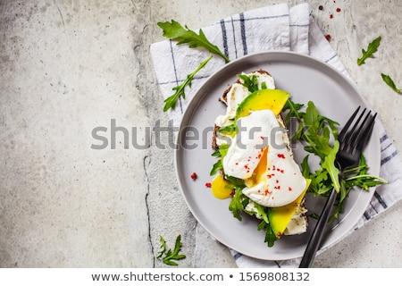 Házi készítésű avokádó tojás szendvics teljes kiőrlésű kenyér Stock fotó © Peteer
