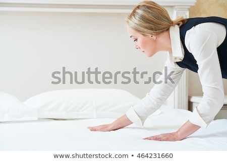 家政婦 ベッド 笑みを浮かべて 女性 ストックフォト © AndreyPopov