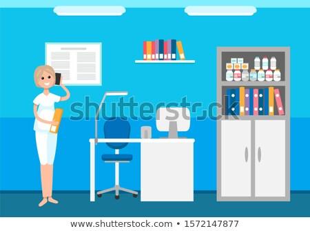 Veeartsenijkundig ziekenhuis vrouw receptionist praten kliniek Stockfoto © robuart
