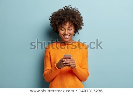 Portret zachwycony młoda kobieta wpisując smartphone okulary Zdjęcia stock © deandrobot