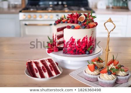 Vers fruit cake witte plaat gelukkig groene Stockfoto © gladcov