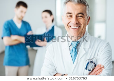 Médico sorridente clipboard homem feliz cabelo Foto stock © photography33