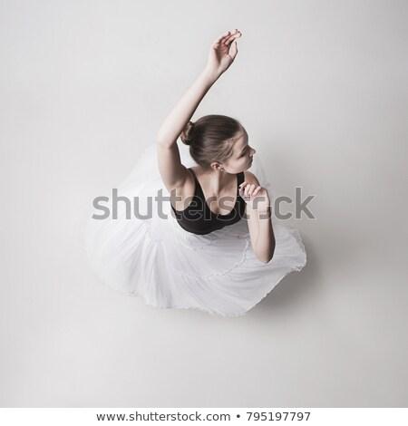 superior · vista · mujer · bailarín · mujer · hermosa · sonriendo - foto stock © feedough