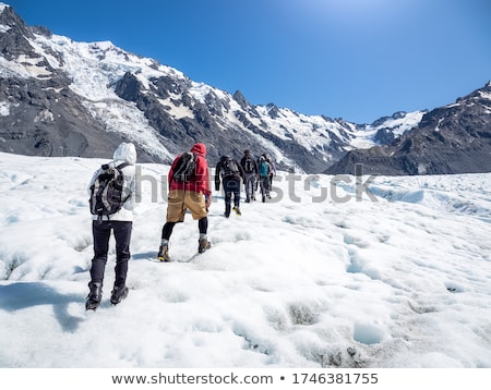 Randonnée glacier deux randonneurs escalade glace Photo stock © eldadcarin