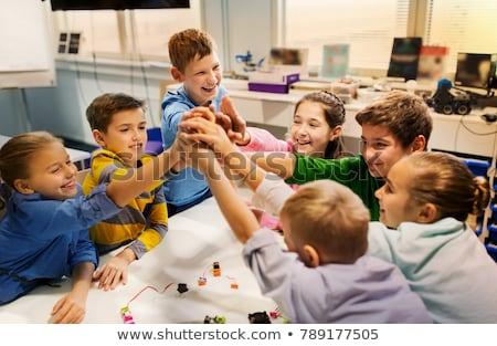 iskolások · középiskola · osztály · lány · kéz · oktatás - stock fotó © monkey_business
