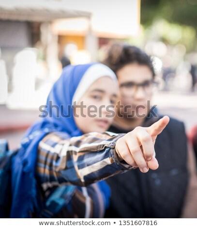 Tinédzserek utazás város telefon boldog térkép Stock fotó © zurijeta