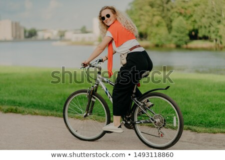 Satisfecho nuevos ruta bicicleta lago Foto stock © vkstudio