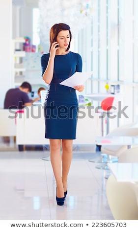 怒っ · 女性 · 親指 · ダウン · クローズアップ · 肖像 - ストックフォト © feedough