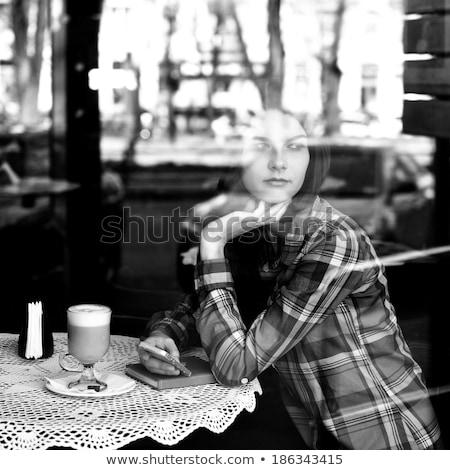 nő · ül · asztal · klasszikus · borotva · vonzó - stock fotó © lithian