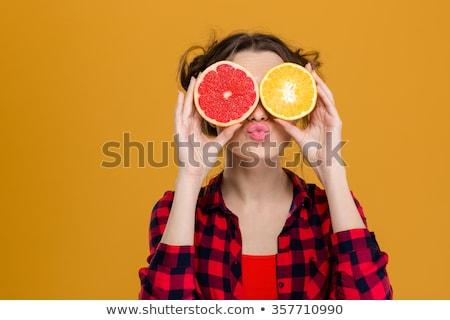 Schoonheid vrouw grapefruit geïsoleerd jonge vrouw Stockfoto © iordani