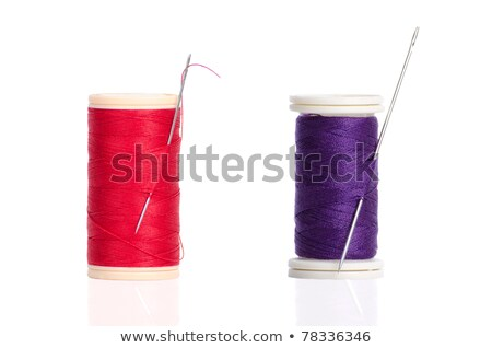 Two Red And Purple Thread Bobbin And Needle Foto stock © homydesign