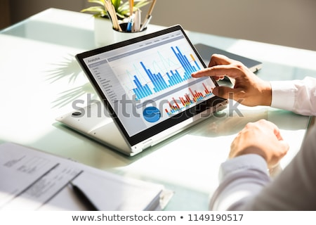 Műszerfal pénzügyi üzleti grafikon tabletta iroda kéz Stock fotó © AndreyPopov