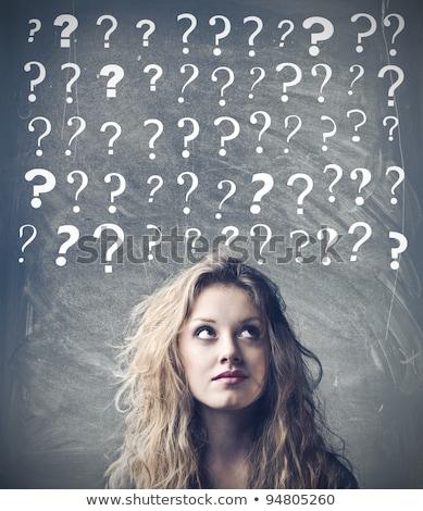 bela · mulher · pontos · de · interrogação · acima · cabeça · mulher - foto stock © hasloo