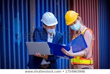 Menedzser visel védősisak raktár közelkép portré Stock fotó © wavebreak_media
