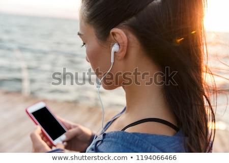 Gyönyörű felnőtt kaukázusi nő mobiltelefon vízpart Stock fotó © stevanovicigor