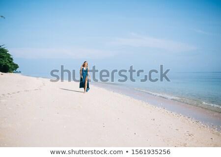 Aantrekkelijk slank blond ontspannen lege strand Stockfoto © majdansky