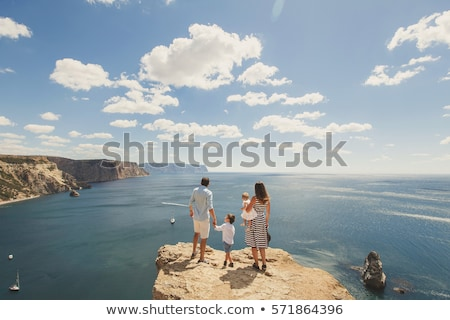 família · viajar · filho · pai · caminhadas · montanhas · mar - foto stock © galitskaya