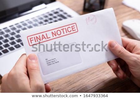 Person halten Finale Bekanntmachung Umschlag Stock foto © AndreyPopov