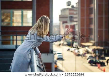 Szczęśliwy młoda kobieta długie włosy fryzura ludzi Zdjęcia stock © dolgachov