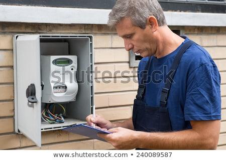 Homme technicien écrit lecture main Photo stock © AndreyPopov