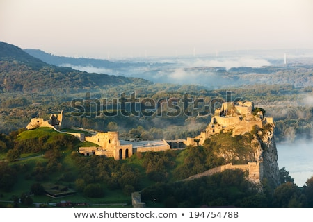 Ruínas castelo Eslováquia edifício barco rio Foto stock © phbcz