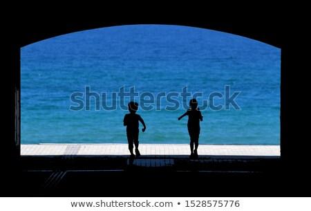 bella · pallone · da · spiaggia · donna · sorridente · occhiali · da · sole - foto d'archivio © photography33