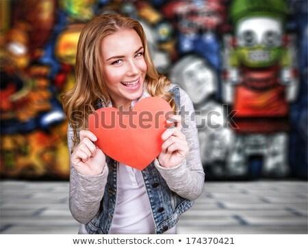 Adolescentes corazón graffiti pared amor feliz Foto stock © Massonforstock