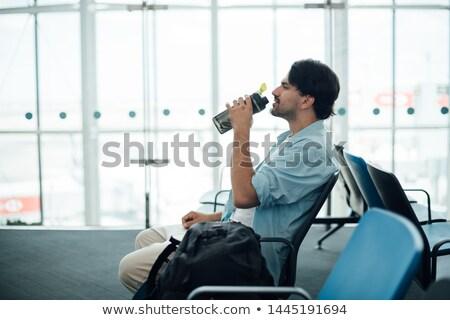 Fiatal kaukázusi férfi hátizsák pihen ivóvíz Stock fotó © master1305