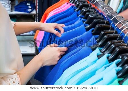 Moda roupa barganha venda mulher mãos Foto stock © lunamarina
