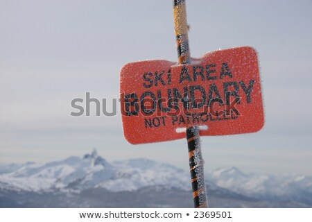 Sí nyom határ felirat hegy jelenet Stock fotó © iofoto