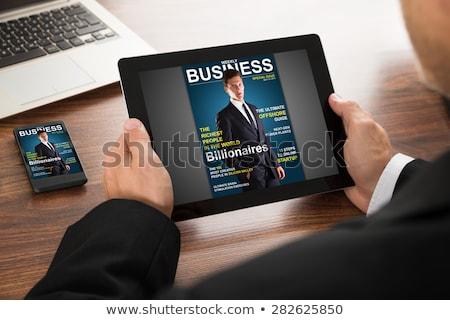 Felismerhetetlen üzletember digitális tabletta ujj kisajtolás Stock fotó © stevanovicigor