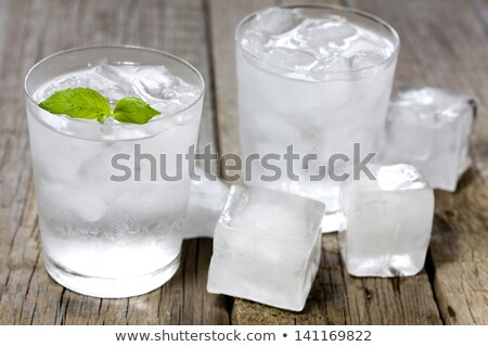 whiskey · verre · bois · plateau · sombre · glace - photo stock © alex9500