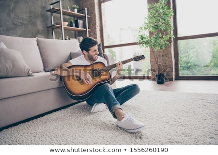 erkekler · oynama · akustik · gitar · ahşap · caz · elektrik - stok fotoğraf © deandrobot