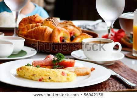 Geserveerd ontbijt dranken croissant gescheurd zachte Stockfoto © dash