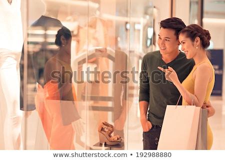 feliz · mujer · sonriente · casual · ropa · apertura · caja · de · regalo - foto stock © andreypopov