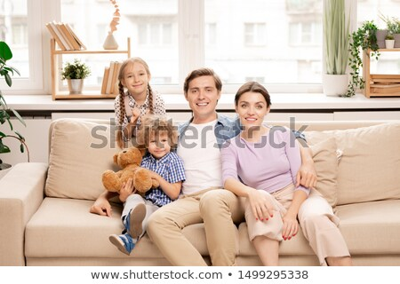 4 家族 座って ソファ ウィンドウ リビング ストックフォト © pressmaster