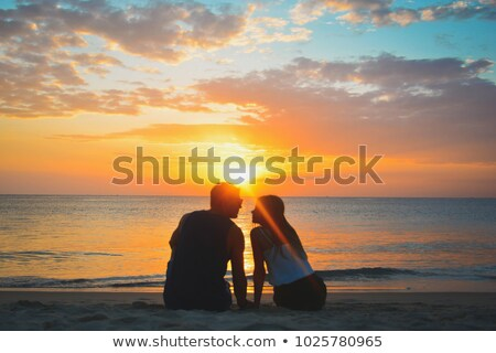 Widok z tyłu szczęśliwy młodych para trzymając się za ręce Zdjęcia stock © wavebreak_media