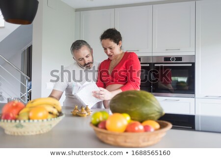 Paar raadpleging kookboek vrouw huis portret Stockfoto © photography33