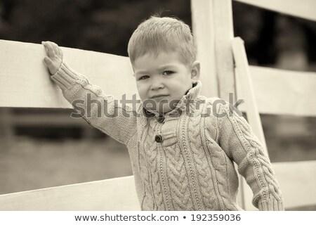 ストックフォト: 年 · 古い · 赤ちゃん · 少年 · 白 · フェンス