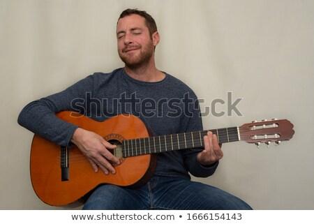 jugando · guitarra · foto · hombre · sesión - foto stock © sumners