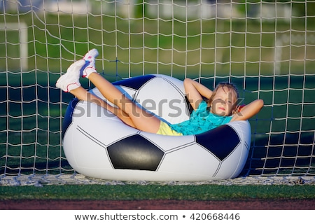 Dziecko duży piłka młodych amator piłka nożna Zdjęcia stock © Traimak