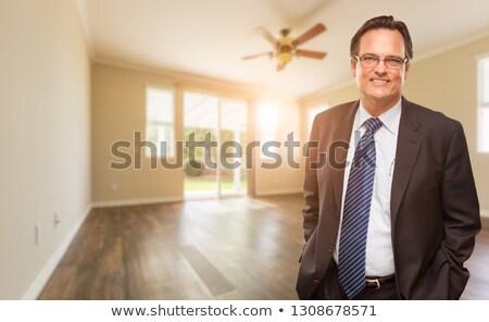 Knap mannelijke pak stropdas lege kamer Stockfoto © feverpitch