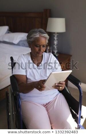 Gehandicapten senior afro-amerikaanse vrouw Stockfoto © wavebreak_media