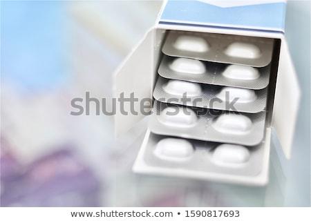 Stockfoto: Vijf · geïsoleerd · witte · pillen · pil