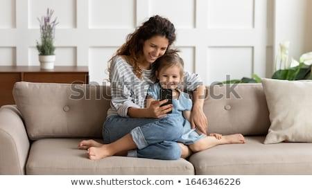 ストックフォト: 母親 · 娘 · サーフィン · インターネット · コンピュータ · ホーム