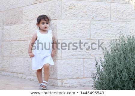 hermosa · moda · modelo · nina · vestido · blanco · posando - foto stock © gromovataya
