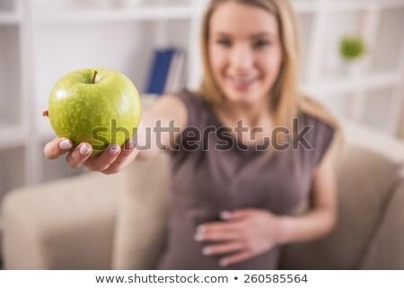 kadın · yeme · kırmızı · elma · seçici · odak · elma · gıda - stok fotoğraf © wavebreak_media