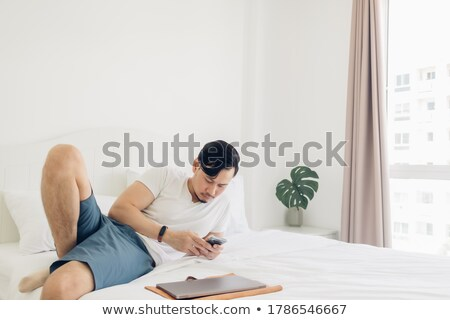man · bed · glimlach · sexy · ontspannen - stockfoto © wavebreak_media
