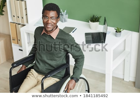 Geschäftsmann Rollstuhl Jubel Schreibtisch Büro Stock foto © wavebreak_media